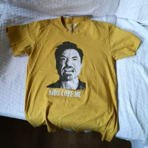 One of a kind tshirt. Väl använd men i bra skick! Frakt 45kr.