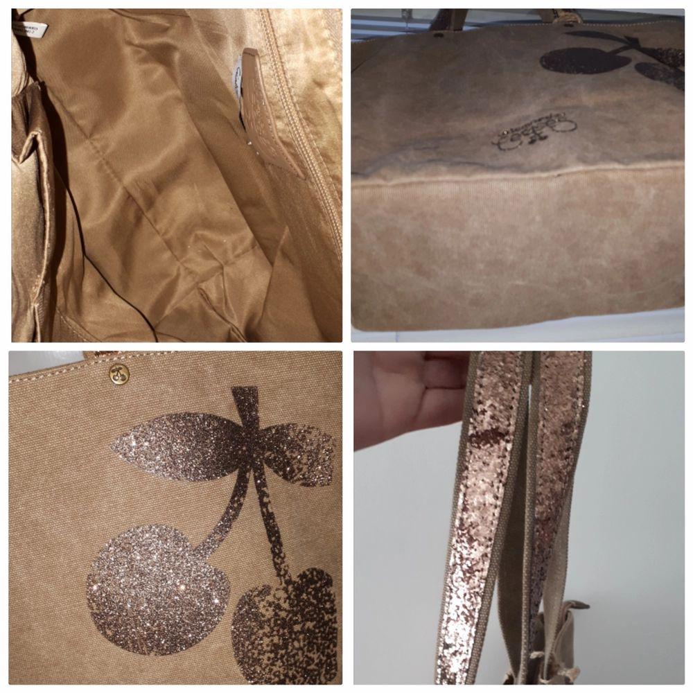 Väska i tyg med sygga detaljer. Oanvänd.. Accessoarer.
