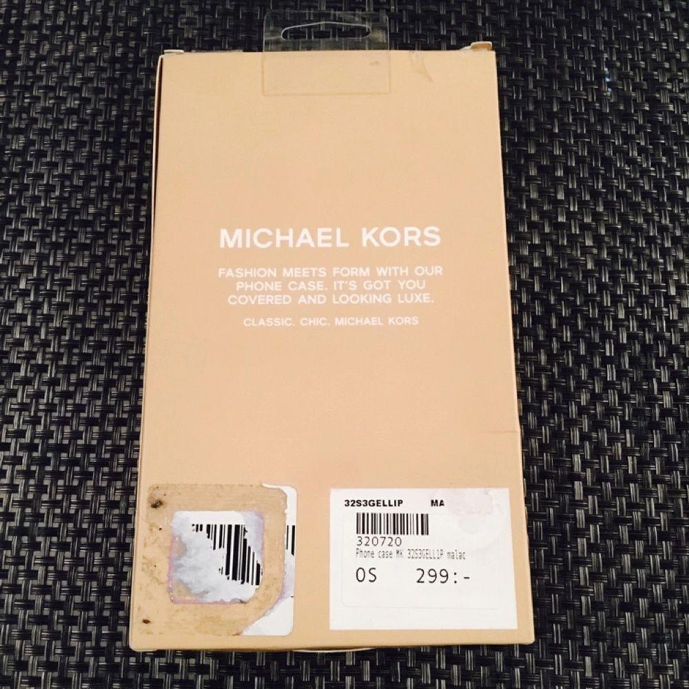 Mobilskal iPhone 5/5s/SE.  Michael Kors mobilskal som är äkta och inköpt för 299kr hos Raglady. Skick : Nytt! Frakt 35kr. . Accessoarer.