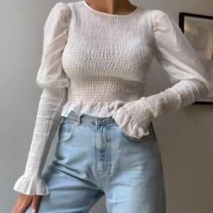 En söt tröja från ginatricot som är använd ett fåtal gånger därför i fint skick. Säljer pågrund av att den inte kommer till användning. Frakt tillkommer 🤍