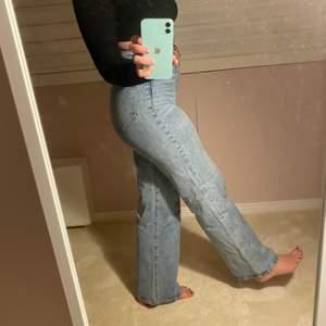 Såå snygga och bekväma jeans från H&M. Super trendiga också! 🤩 Köparen står för frakten, annars möts vi upp i Stockholm