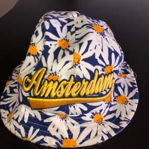 En buckethat köpt i Amsterdam