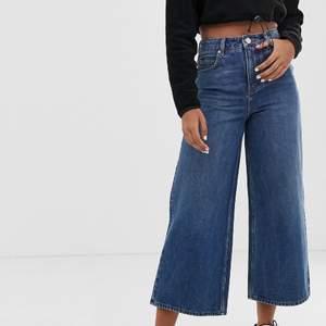 Säljer dessa vida jeans eftersom de är för små för mig. Jag har aldrig använt dom eftersom de var för små redan när jag fick hem dom från ASOS. Köparen står för frakt ❤️