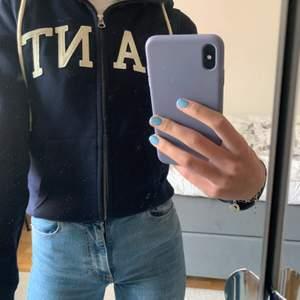 Gant hoodie som endast är använd 2 gånger och är därför i väldigt fint skick.