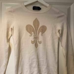 Morris lady tröja, använt 1-2 gånger. Kan tyvärr inte längre ha den då den är för liten för mig. (äkta morris) köpt i stockholm.  Mer bilder vid intresse.❣️