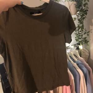 Så skön tshirt från bikbok. Knappt använd. Frakt tillkommer.