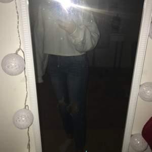 Jeans som jag inte vet vart dom är ifrån men svin snygga, fast tyvärr för små för mig💕 Storlek Xs            Pris: 60kr💕 Hör av er för fler bilder💕