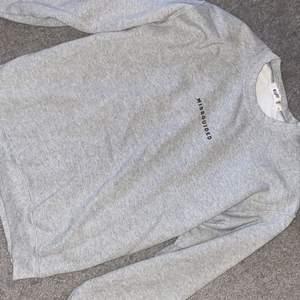 Sweatshirt från missguided. Lite nopprig till materialet men bra skick! Storlek S men passar XS o M beroende på hur man vill att passformen ska vara