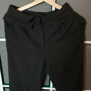 Svarta kostymbyxor från nakd strl: 34 pris: 50+frakt