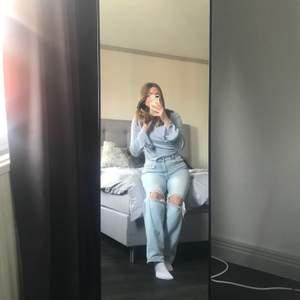 Säljer de populära jeansen från Gina Tricot i storlek 34, prislappen är kvar och jeansen är endast testade! 450kr!!