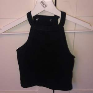 säljer detta populära linne från zara som är i storlek xs. är helt oanvänt
