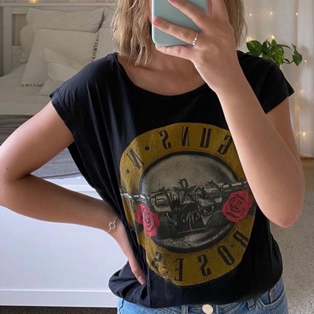 Supersnygg t-shirt med Guns n Roses tryck 💓💓. T-shirts.