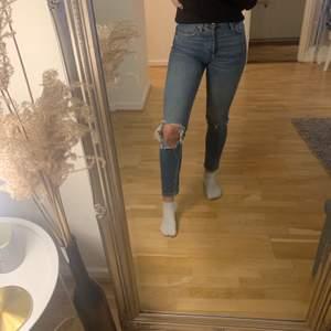 Jeans från gina tricot, storlek 34. Jag är 164. 40kr + frakt (66)kr