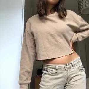 beige/brun tröja från zara så mysig🤎 inget fel på frakt tillkommer