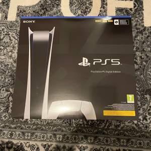 Säljes Playstation 5 Digital - köpte på NetOnNet - kvitto medföljer. Hämtas i Södertälje eller skickas på köpares bekostnad.     Ta emot bud - frågor? Finns jag i DM