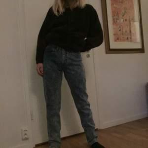 Snygga Lee jeans köpta på humana! Står strl 31/34 i min passar mig som har 27/30, lite stora i midjan bara så tror de skulle passa perfekt till någon som har 28/29 i midja! Säljer pga att jag inte har användning för de. Fint skick! Möts i Stockholm eller fraktar mot fraktkostnad. Hör av dig om du har några funderingar🦋💕🐟🦄💗💞
