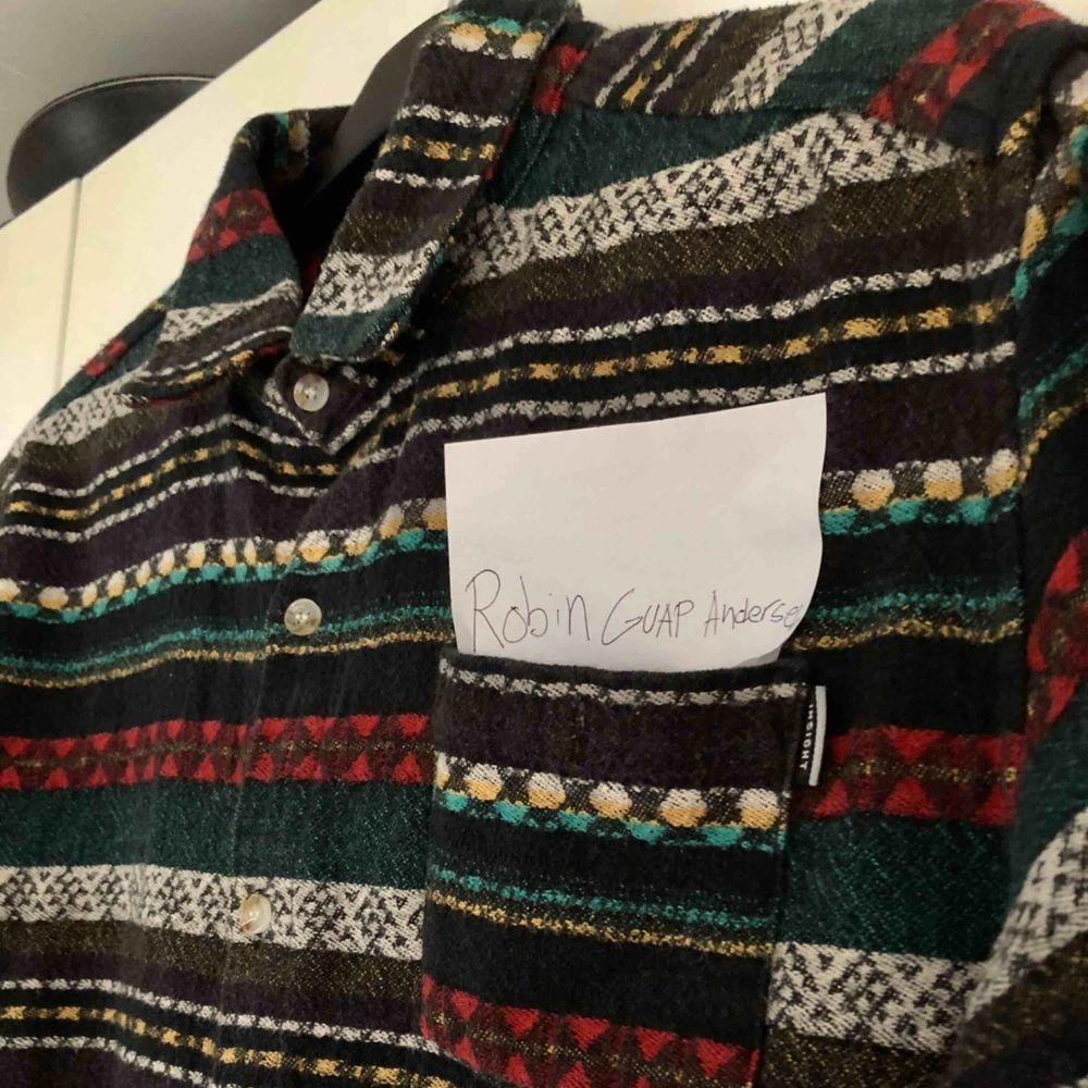 Insight skjorta, riktigt sjukt och varmt nice material, du lär nog inte se någon annan med denna, originell! . Skjortor.