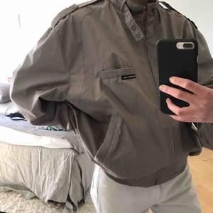 Beige/brun vintage jacka från märket members only