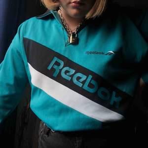 Jättecool vintage Reebok tröja köpt på humana. Köparen står för frakt eller möts upp i Gävle