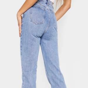 Läs beskrivningen på de svarta jeansen! Prisvärada i superbra och tjock kvalitét!🥰😍 skicka meddelande vid önskemål av mina egna bilder
