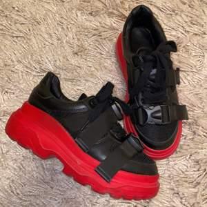 Skitcoola chunky sneakers som inte kommer till användning längre. Är i väldigt bra skick😊 pris kan diskuteras!