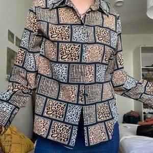 Mysig mönstrad skjorta i toppskick💞Frakt tillkommer 💞