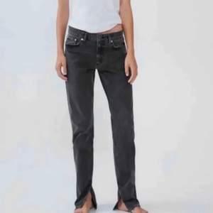 Skriv om ni har dessa jeans så kan jag buda!
