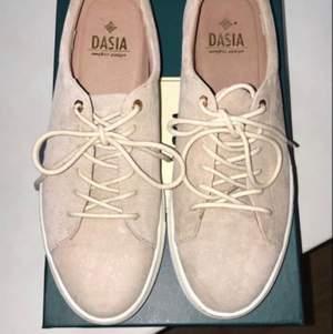 Testar att lägga ut dessa för sista gången. Superfina skor från Daisa, storlek 40. Aldrig använda, 150kr eller bud då jag vill bli av med dem