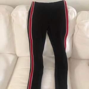 Svarta byxor från zara, aldrig använda! Strl xs (dom är i ett tjockt tight material!)