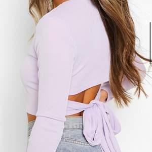 Säljer denna superfina tröjan eftersom att den är för liten för mig. Köpte den i storlek 38 men skulle nog säga att den är mer som en storlek 36/S. Hör av er vid intresse eller frågor🤍