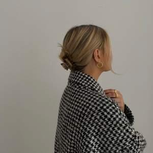 Köp våra hårklämmor på våran Instagram @clips.uf. Finns i olika färger och storlekar!