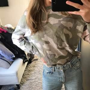 säljer denna militär tröja!💘💘