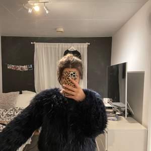 Säljer denna mörkblå jacka från Crocker. Asball och ger ofta mycket till outfiten. Säljer då den tyvärr inte kommer till användning.