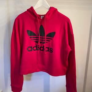 Snygg hoodie från Adidas. Knappt använd!