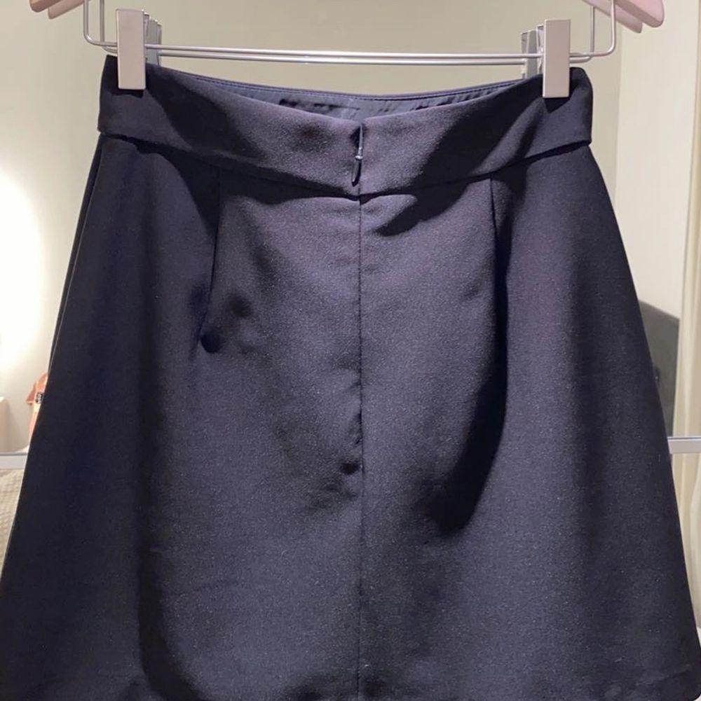 (Budgivning) Helt oanvänd kjol från zara. Pris kan diskuteras. Kjolar.