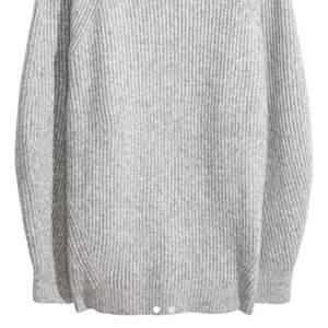 Se bild på lapp med nummer. Söker denna tröja då den är slutsåld på hms hemsida. Max 250kr