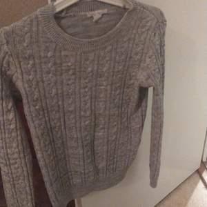 Stickad tröja i fint skick , använt ett par ggr