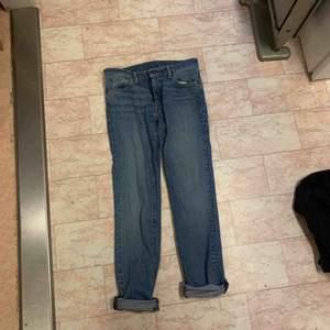 Levi's jeans (knappt använda)