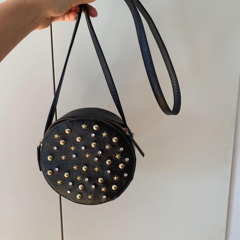 Såååå fin och ball väska, är i princip helt ny! 250kr inkl frakt! Kram❤️. Accessoarer.