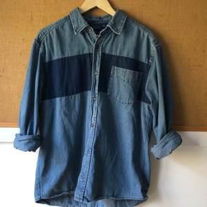 Skitsnygg jeansskjorta av märket Basic Editions. Väldigt bra kvalité på jeans 🙌💙 (köparen står för frakt)