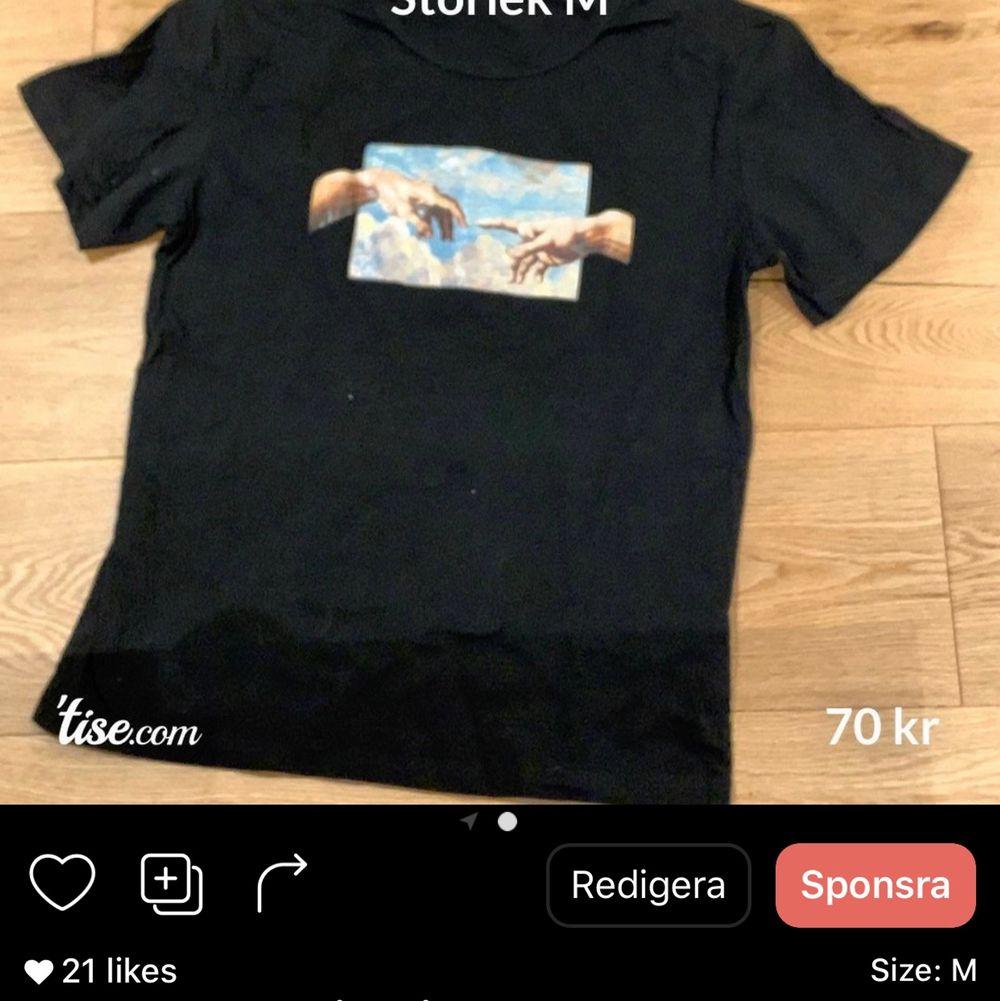 Som ni ser på bilden säljs detta även på andra plattformar!     Köparen står för frakt!. T-shirts.