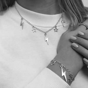 Halsband och armband! Följ instagrammen @smyckesaura för mer info och flera smycken🤍  Går att köpa vissa smycken här på plick, exempelvis dessa på bilden men om man vill göra special beställningar får man skriva på insta DM✨