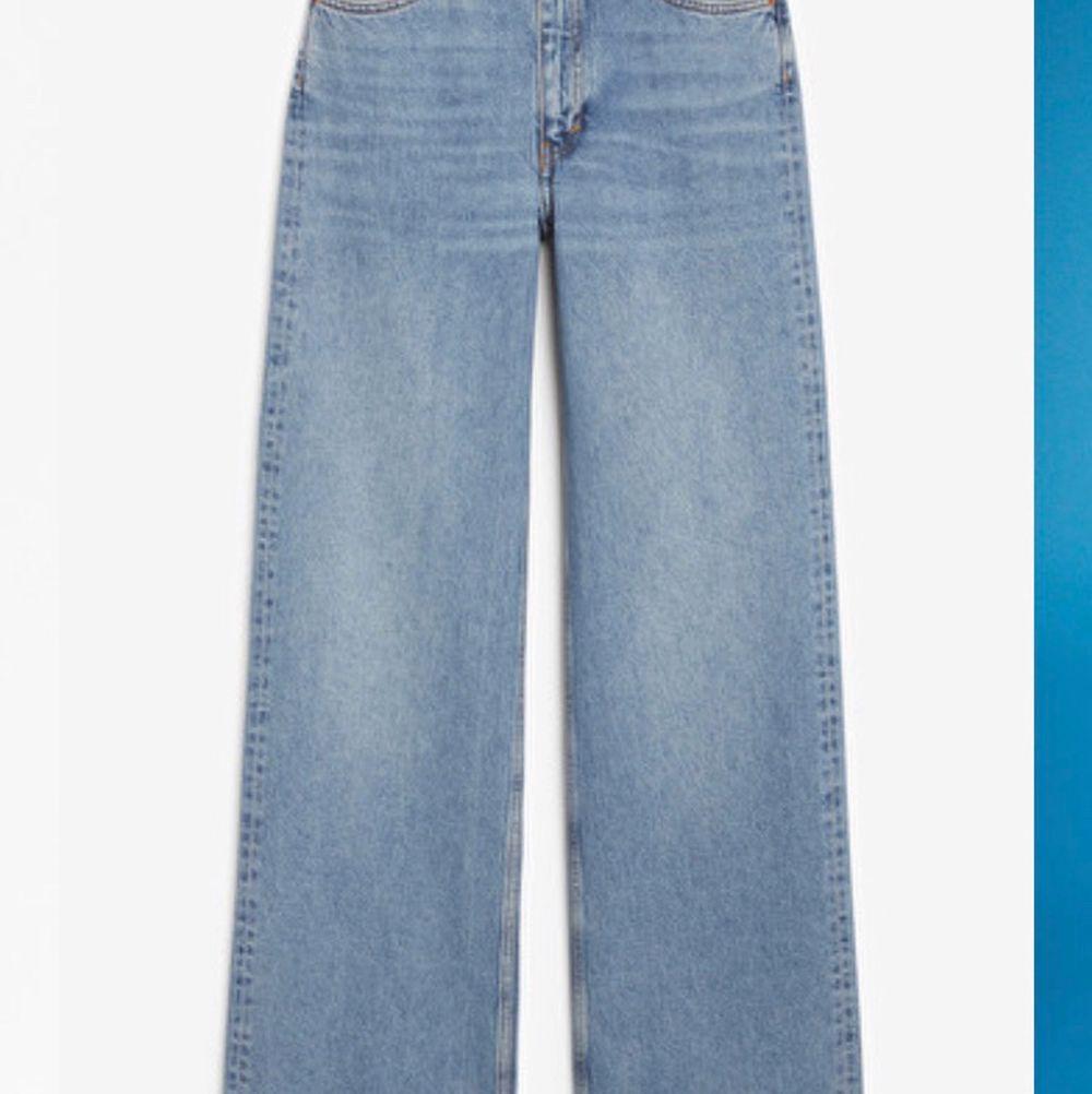 Jeans med hel-rak passform från monki <3 använda några gånger men inte tillräckligt vad de förtjänar:/Lite långa på mig som är 165cm lång. Jeans & Byxor.