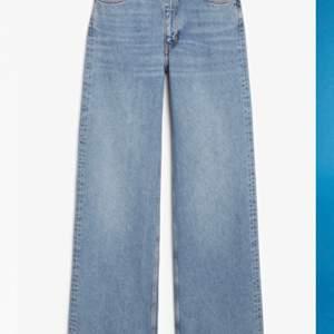 Jeans med hel-rak passform från monki <3 använda några gånger men inte tillräckligt vad de förtjänar:/Lite långa på mig som är 165cm lång