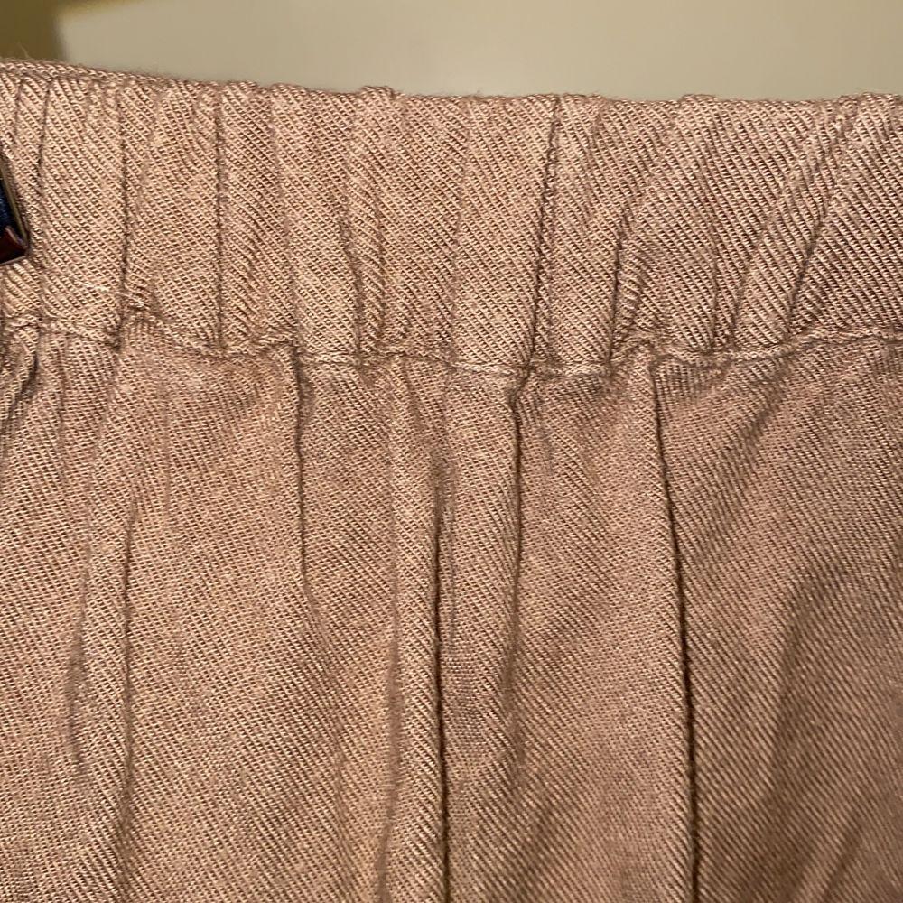 Färg: Taupe/Beige  . Jeans & Byxor.