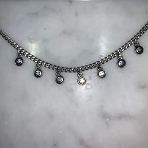 Jätte fint egengjort halsband med smileys, 45cm, frakten är på 11kr😋💕