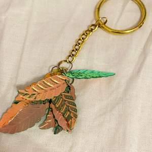 Neon färgade fjäder, handgjord nyckelring)) köp gärna!!