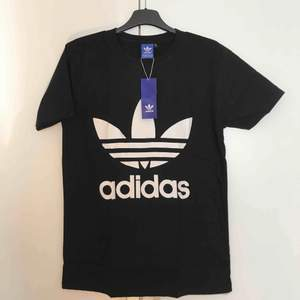❌Helt ny ADIDAS t-shirts i stolek M❌ Make in USA Användare fungerar båda dam och her. Priset ligger på 199kr frifrakt med spårbar. Pm om du intresserad 📨