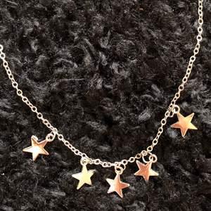 Helt oanvänt silvrigt halsband från ZAFUL. Säljer för att silver inte är min färg! Jättesnyggt annars!!😎🤠🥰