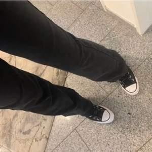 Jättesköna svarta jeans från köpte på plick!! Buda i kommentarerna 🖤